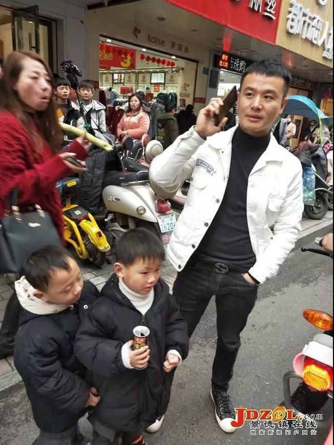 景德镇乐平市交警一小时内帮助四名走失儿童获赞誉