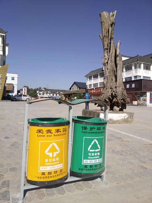 采购了100个环保分类垃圾桶和6个带宣传栏分类垃圾箱